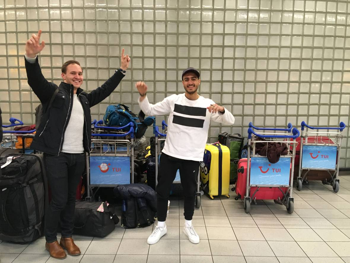 Pick Up Service EUR at Schiphol - happy students
